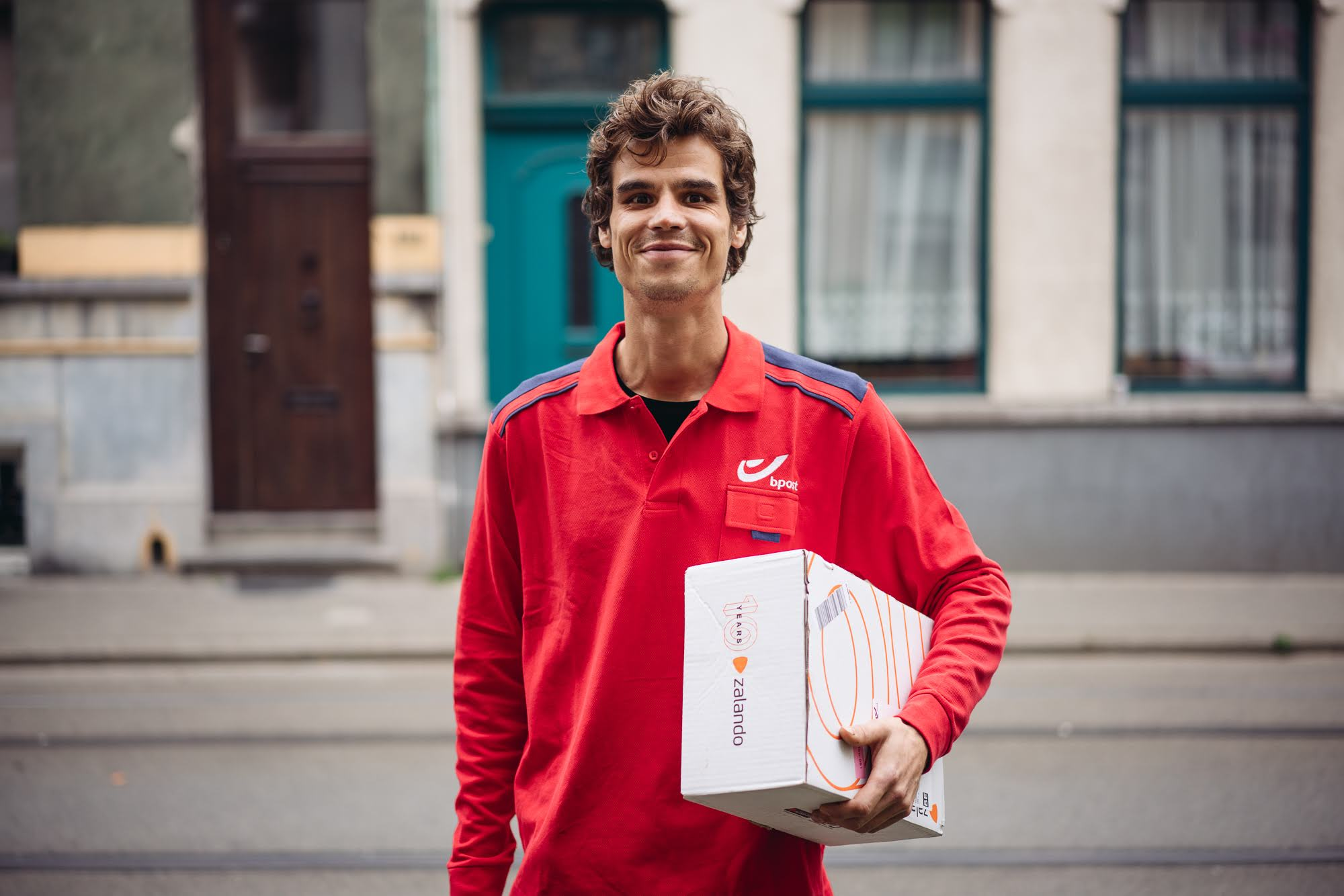 Meet Pieter, your in home delivery courier from bpost.