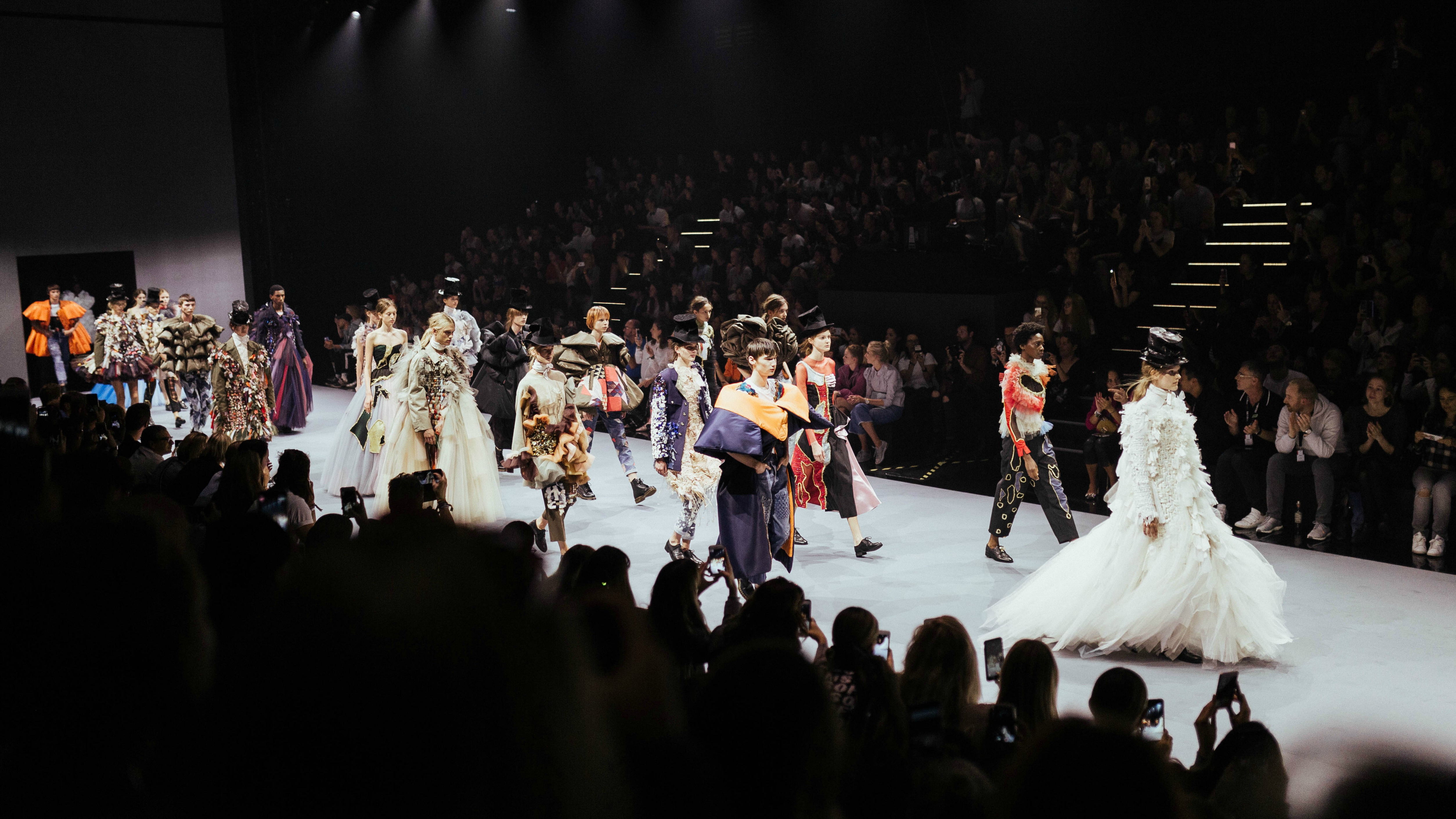 Viktor _ Rolf Fashion Show Samuel Smelty_(c)Bread_ButterbyZalando_Samuel Smelty_45.jpg